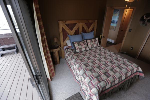Buck Room (Downstairs)