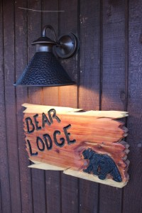 bear-lodge-front-royal-sign
