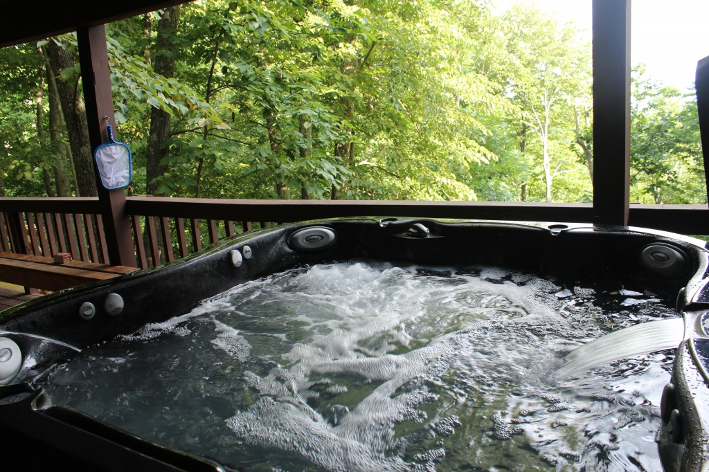 Enjoy our hot tub and the Front Royal, VA mountain view!
